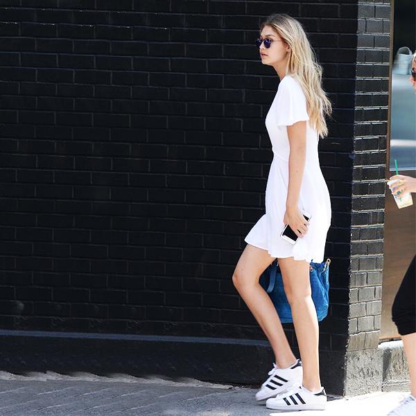 Gigi Hadid tampak anggun dengan Adidas Superstar